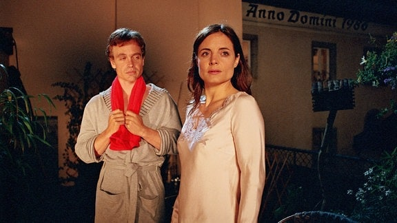 Robert (Sascha Wussow), Paula (Elisabeth Lanz).