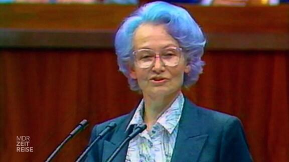 Margot Honecker vor der Volkskammer
