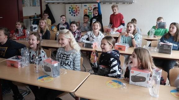 TWEENS Schultour in Meiningen, Klasse mit Geschenken