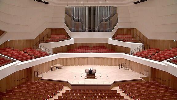 Blick in den Großen Konzertsaal des Dresdner Kulturpalasts