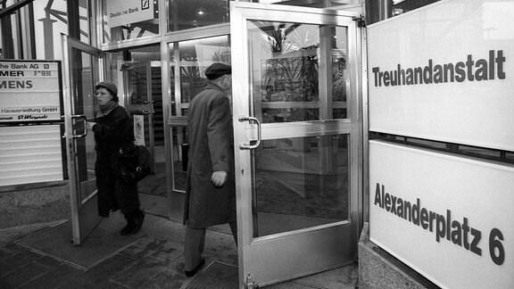 Eingang der Treuhandanstalt (Aufnahme von Januar 1991)