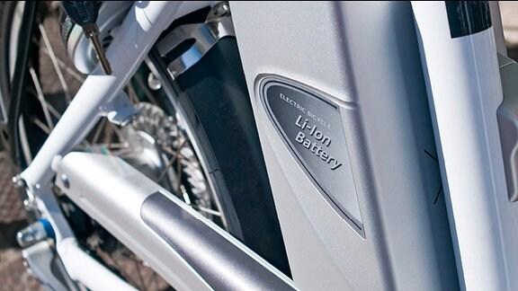 Die Batterie an einem E-Bike.