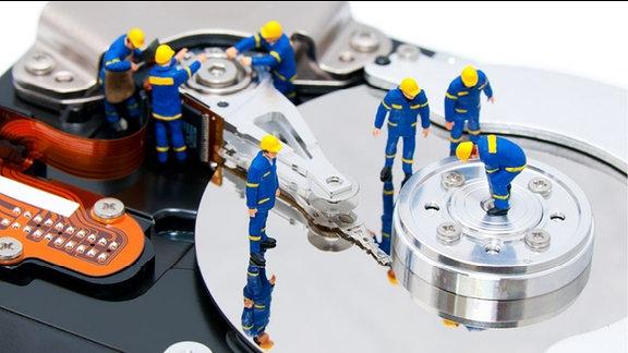 Modellbauarbeitermännchen auf Festplatte