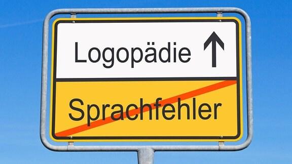 Ortsausgangsschild mit Beschriftung: durchgestrichen: Sprachfehler und Logopädie mit Pfeil