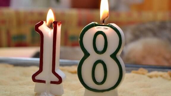Geburtstagskerzen brennen