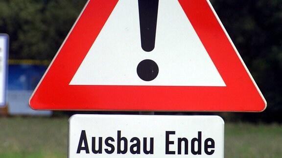 """""""Achtung, Ausbau Ende""""  - Verkehrsschild, 2006"""
