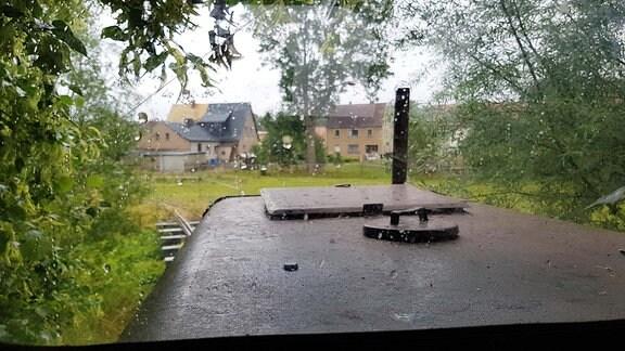 Blick aus dem Führerhaus der Feldbahn.