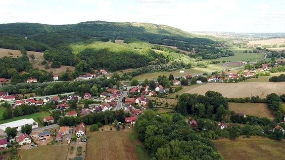 Luftaufnahme des Ortes Schönau.