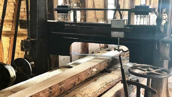 Holzsäge der wassergetriebenen Sägemühle Hörselmühle von Schönau