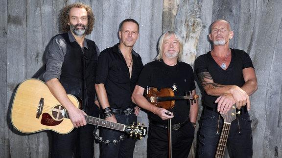 Die Band ''Santiano'' posiert für ein Foto.