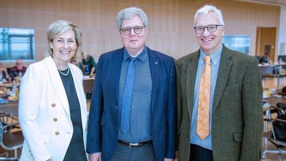 Spitzentreffen der Behindertenverbände beim MDR am 29. Januar 2020: (v.l.) Prof. Dr. Karola Wille (MDR-Intendantin), Prof. Dr. Thomas Kahlisch (Direktor Deutsches Zentrum für barrierefreies Lesen) und Georg Schmolz (Leiter Barrierefreiheit beim MDR)