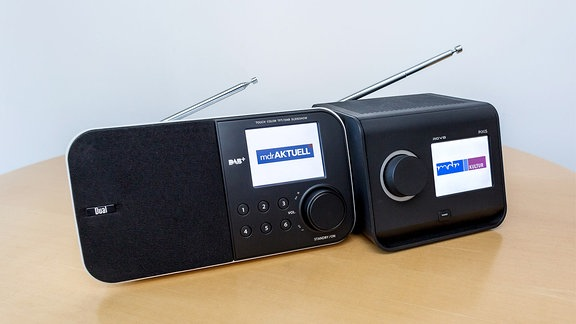 MDR AKTUELL - und MDR KULTUR - Logo auf Radios