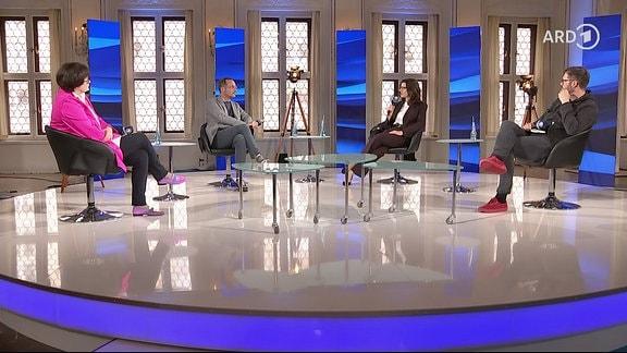 Anne Reidt (ZDFkultur), Moderator Frank Kutter, Katja Marx (NDR) und Prof. Christian Zöllner (Fabmobil)