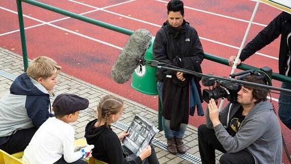 Achtung, Kamera läuft! Dreharbeiten für die neue MDR-Serie auf dem Sportplatz der SG 99 in Taucha.