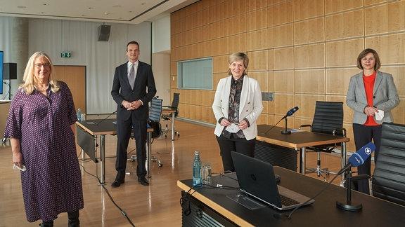 MDR-Jahrespressekonferenz 2021 mit (v.l.)  MDR-Programmdirektorin Jana Brandt, MDR-Programmdirektor Klaus Brinkbäumer, MDR-Intendantin Karola Wille und MDR-Landesfunkhausdirektorin in Sachsen-Anhalt Ines Hoge-Lorenz
