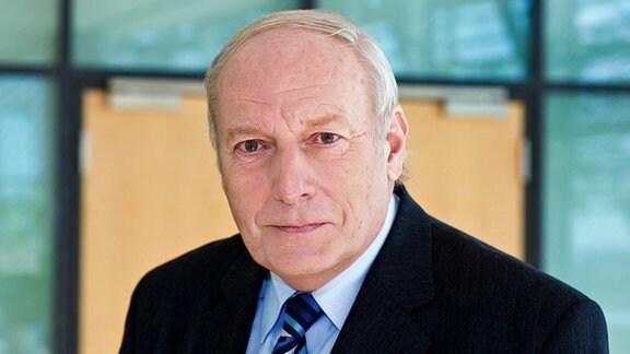 Dr. Gerd Schuchardt
