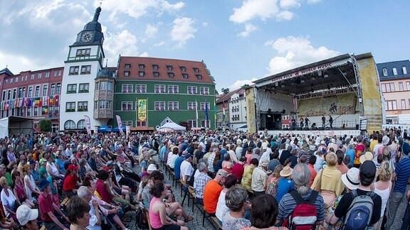 Festivalstimmung auf dem Marktplatz in Rudolstadt