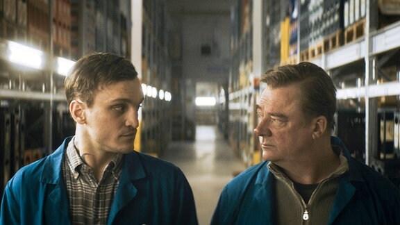 v.l.: Christian (gespielt von Franz Rogowski) und Thomas Stuber (gespielt von Peter Kurth)