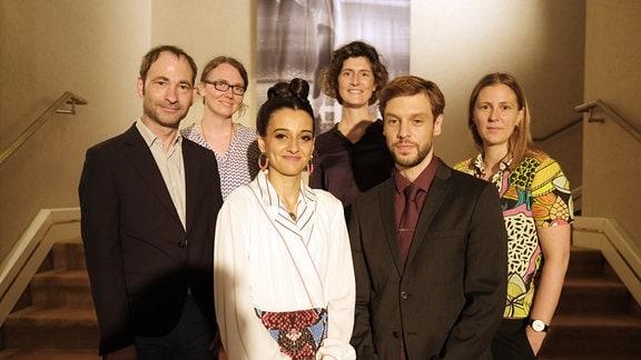 """Drehstart der MDR-Kinokoproduktion """"Prinzessin"""" (AT): v.l.n.r.: Thomas Král (Produzent departures Film), Gisela Wehrl (Drehbuch-Autorin), Kenda Hmeidan (Rolle Naadirah), Meike Götz (zuständige MDR-Redakteurin), Christoph Humnig (Rolle Daniel), Josephine Frydetzki (Regisseurin und Drehbuch-Autorin)"""