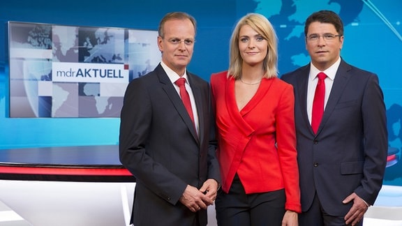 """Die """"MDR aktuell""""-Moderatoren (v.li.): Robert Burdy, Wiebke Binder und Jens Hänisch"""