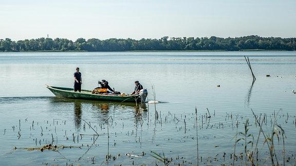 Fischerboot auf einem See.