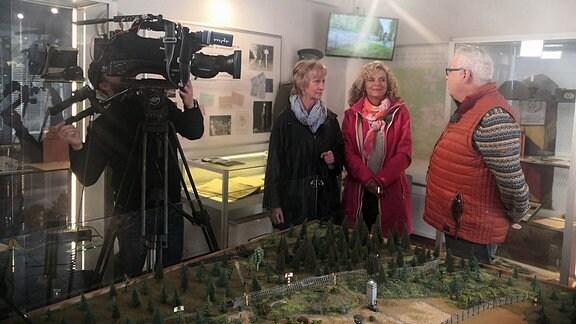 Andreas Neugeboren und Victoria Herrmann im Grenzmuseum Sorge