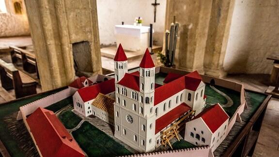 Modell des Benediktinerklosters Konradsburg.