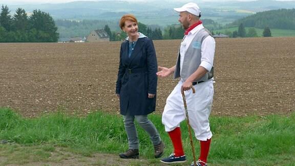 Beate Werner wandert mit Ralf Schiller auf dem Müllerburschenweg – ein touristischer Pfad zwischen Syrau, Leubnitz und Pausa, auf dem man zahlreiche Mühlen, aber vor allem auch großartige Landschaften entdecken kann