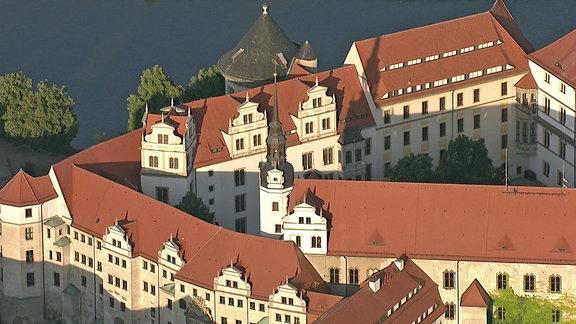 Auf Schloss Hartenfels lustwandelten blaublütige Damen und Herren aus höchsten Regierungskreisen. Dass es zu einer der modernsten und imposantesten Schlossanlagen Europas avancierte, ist diesem Herrn zu verdanken: Johann Friedrich dem Großmütigen.
