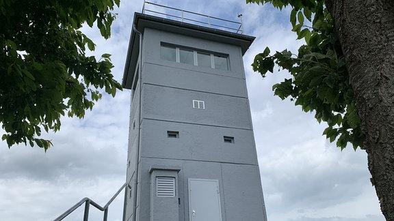 Ein Mahnmal für das menschenverachtende DDR-Grenzregime ist ehemalige Führungsstelle.  Von diesem Turm bei Katharinenberg registrierten Grenzer jede Berührung des Eisernen Vorhangs.  Der Alarm wurde elektronisch und still ausgelöst. So merkten die Flüchtlinge nicht, dass sie sich verrraten hatten und konnten leichter gefasst werden.