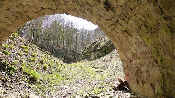 Blick aus einem Tunnel.