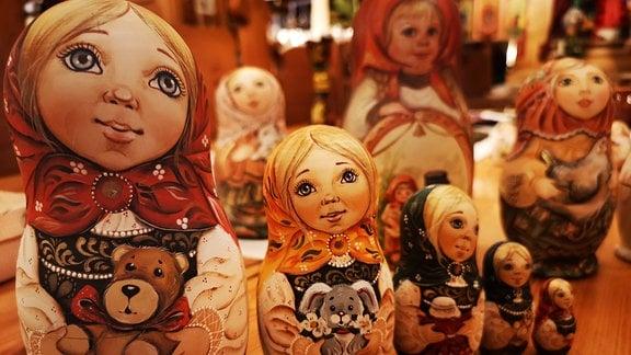 Handbemalte Matroschka-ähnliche Puppen
