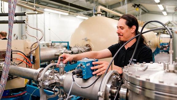 Dr. Tamás Szücs, wissenschaftlicher Mitarbeiter am HZDR-Institut für Strahlenphysik.