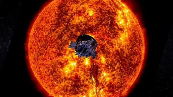 Ein Satellit direkt vor der Sonne