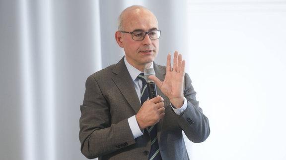 Achim Wambach bei der Buchvorstellung Digitale Wohlstand für alle Campus Verlag in der Urania am 20.09.2018 in Berlin.