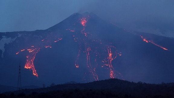 Ausbruch des Vulkans Ätna auf Sizilien, Italien 2012