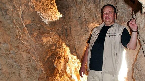 Alexander Schick in einer Qumran-Höhle, 2012