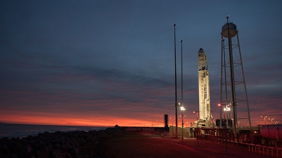 Antares-Rakete mit Cygnus-Raumtransporter von Orbital ATK am Wallops Flight Facility der NASA in Virgina