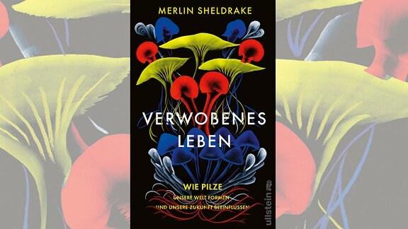 Das Buchcover Verwobenes Leben zeigt fünf verschiedene Ausformungen von Pilzen, jeweils in mehreren Exemplaren. Die Pilze sind übereinander angeordnet und entsprechend ihrer Art unterschiedlich eingefärbt. Dadurch heben sie sich vom schwarzen Hintergrund ab, auf dem auch Titel, Autor und Verlag zu lesen sind.