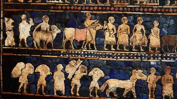 Artefakt der Sumerer aus Ur zeigt König und Untergebene
