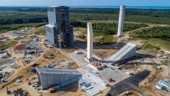 Die Raketen-Startrampe im europäischen Weltraumbahnhof Kourou, auf Französisch-Guayana.