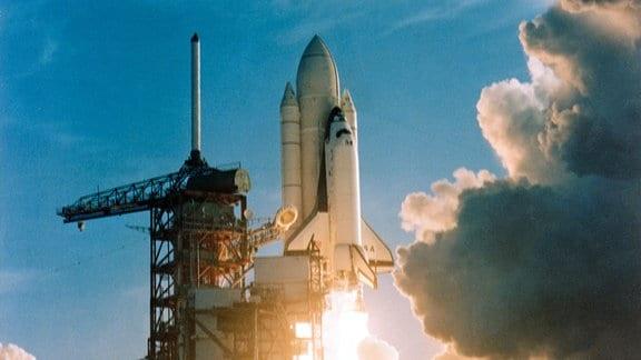 Der Start des Space Shuttle Colombia. Es ist der Jungfernflug dieser amerikanischen Raumfähre.