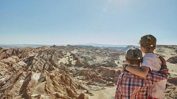 Zwei Brüder im Valle de la Luna San Pedro de Atacama in Chile