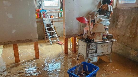 Wasser in Kellerraum