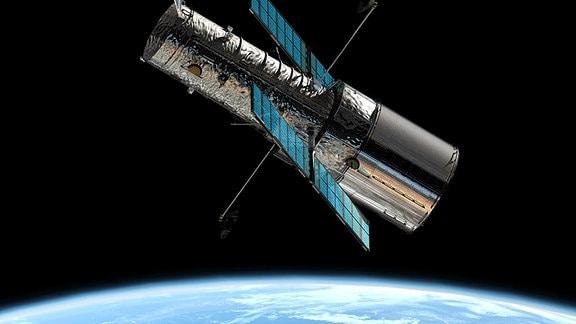 Ein Satellit im Weltall über der Erdkugel