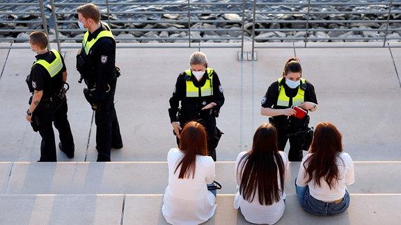 Einsatz von Ordnungsamt und Polizei zur Durchsetzung der Ausgangssperre