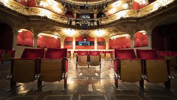 Umgebaute Sitzreihen zur Einhaltung der Abstandsregeln im Berliner Ensemble