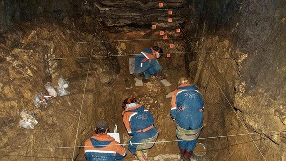 Ausgrabungen in der östlichen Kammer der Denisova-Höhle.