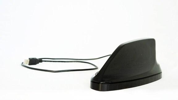 Das Auto lernt hören: Modifizierte Dachfinne zur Erprobung von Sensoren für die akustische Erfassung von Außengeräuschen an einem Fahrzeug.