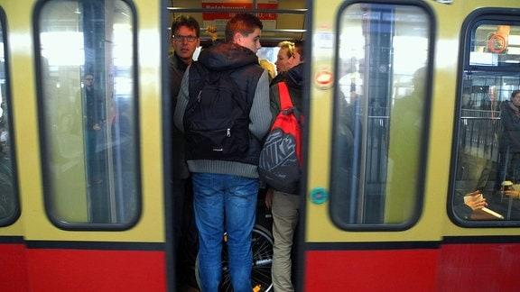 Am heutigen Morgen auf S-Bahnhöfen die Ankündigung des GDL-Streiks von heute 14 Uhr bis morgen 04 Uhr
